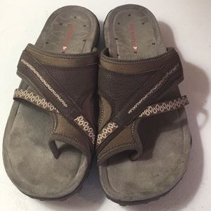 Merrell toe sandals